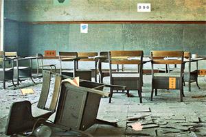 逃离荒废的教室